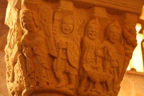 Detalle bíblico del capitel exterior del baldaquino derecho de la Iglesia del Monasterio de San Juan de Duero, Soria.